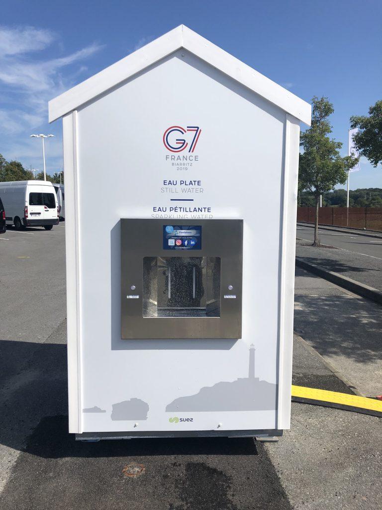 Une de nos fontaines à eau installée pour le G7 à Biarritz par Fontaineo