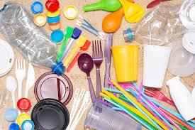 L'interdiction en 2020 de produits plastiques à usage unique précisée au Journal Officiel