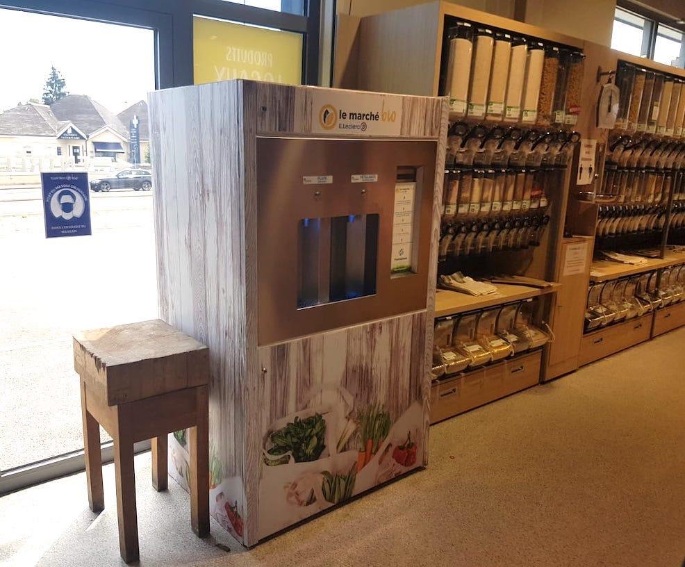 Une fontaine à eau dans le magasin E.Leclerc de Fontaine-lès-Dijon. Installation par Fontaineo.