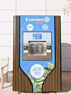 """Image montrant une fontaine à eau de la gamme """"Émergence"""" proposée par Fontaineo, installée au centre E.Leclerc de Dijon"""
